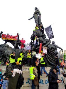 Le corps insurrectionnel comme seule issue politique ou vaincre le capitalisme par la marche à pied